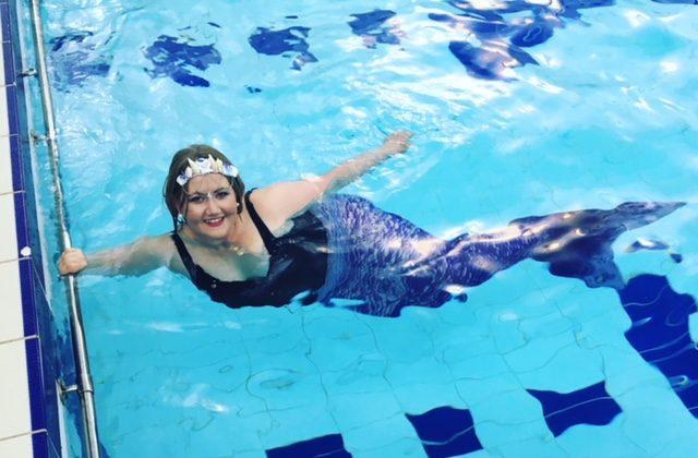 Mermaid Sarah in the pool | mermaiding.co.uk
