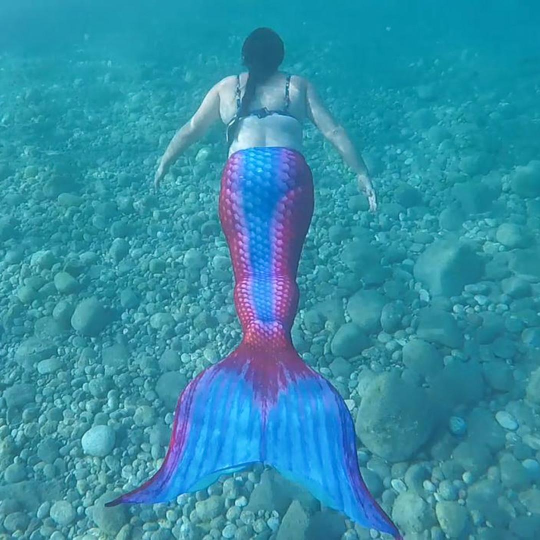 Mermaid Kerenza Sapphire swims underwater at Haraki Beach | Mermaiding UK | mermaiding.co.uk