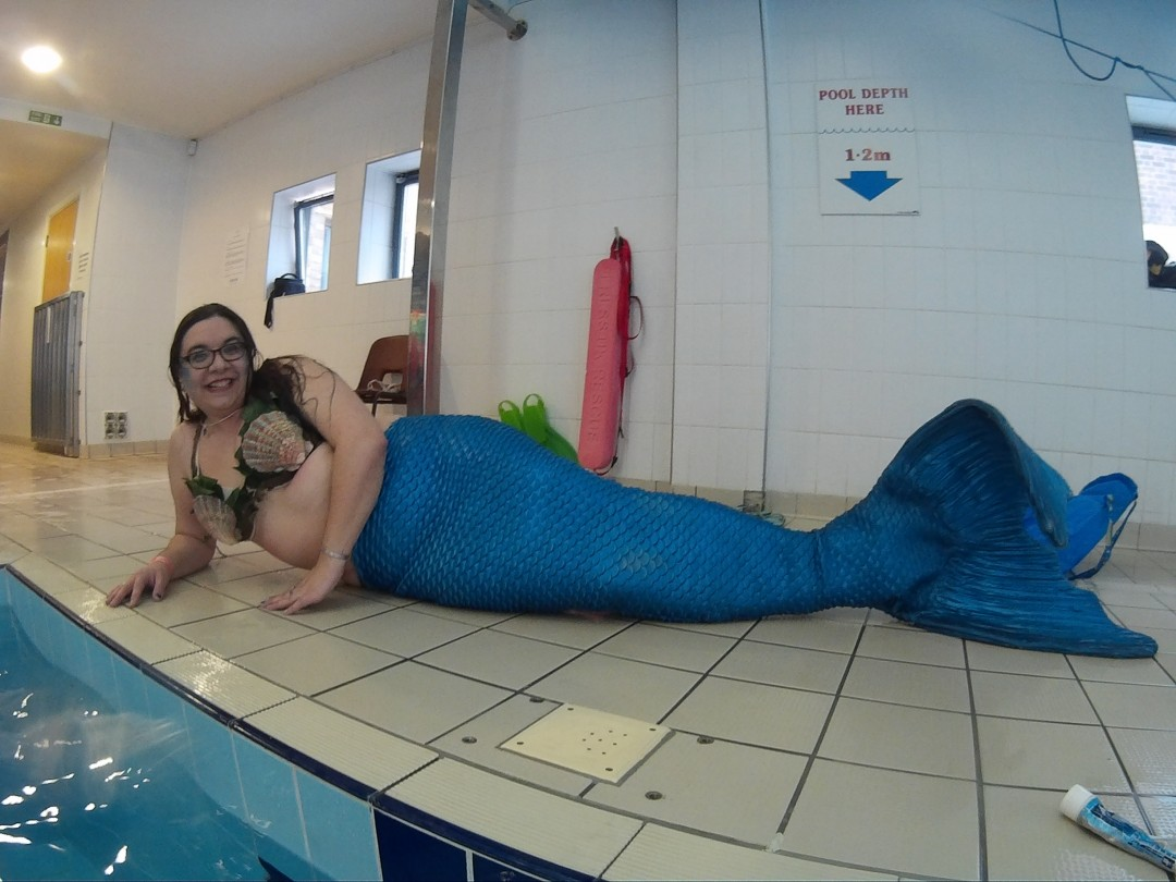 Mermaid Kerenza Sapphire in the St Ives Mermaid's silicone tail at Merfolk convention 2018   mermaiding.co.uk